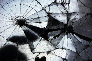 Broken_mirror_by_jmottola